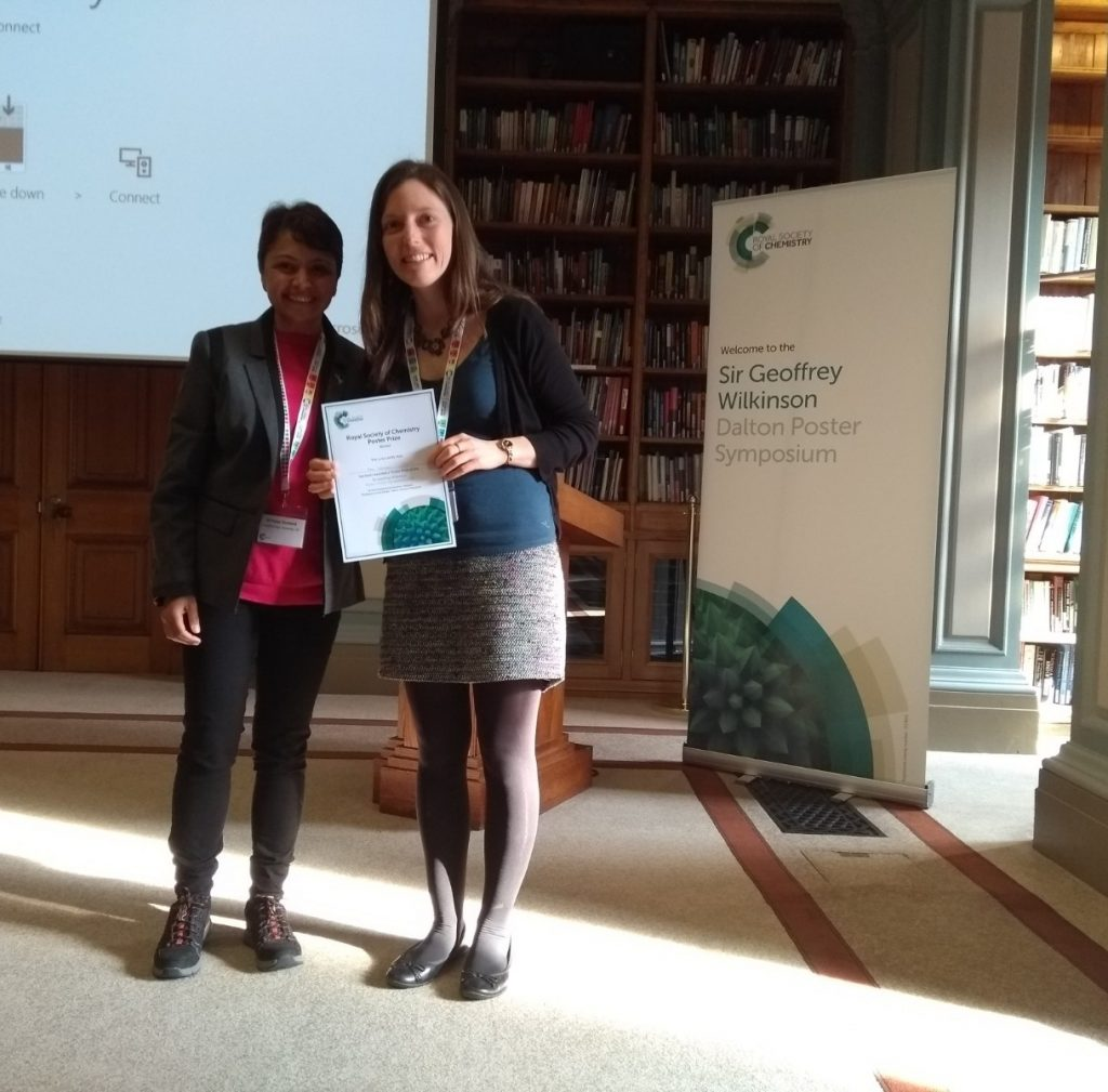 Alice Johnson, University of Oxford, being presented with her prize certificate by Pooja Goddard (RSC Dalton/Loughborough University). Photo © Royal Society of Chemistry