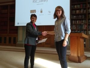 Caitlin McManus, University of Oxford, being presented with her prize certificate by Pooja Goddard (RSC Dalton/Loughborough University). Photo © Royal Society of Chemistry
