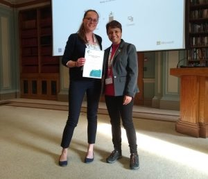 Claire Brodie, Durham University, being presented with her prize certificate by Pooja Goddard (RSC Dalton/Loughborough University). Photo © Royal Society of Chemistry